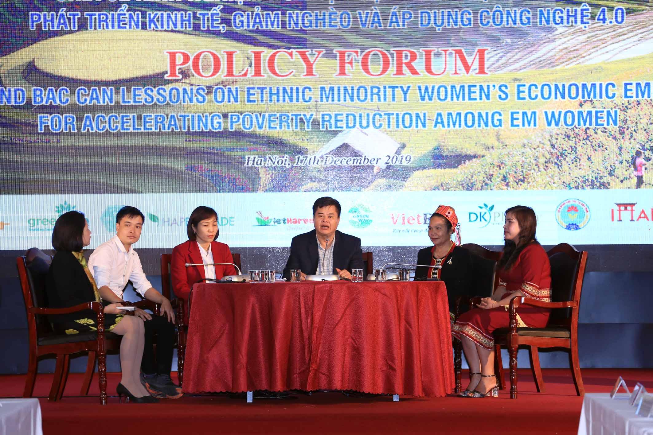 Phụ nữ dân tộc thiểu số thoát nghèo với công nghệ 4 0