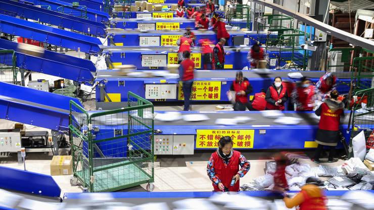 Sản lượng công nghiệp và bán lẻ của Trung Quốc tăng trường nhanh