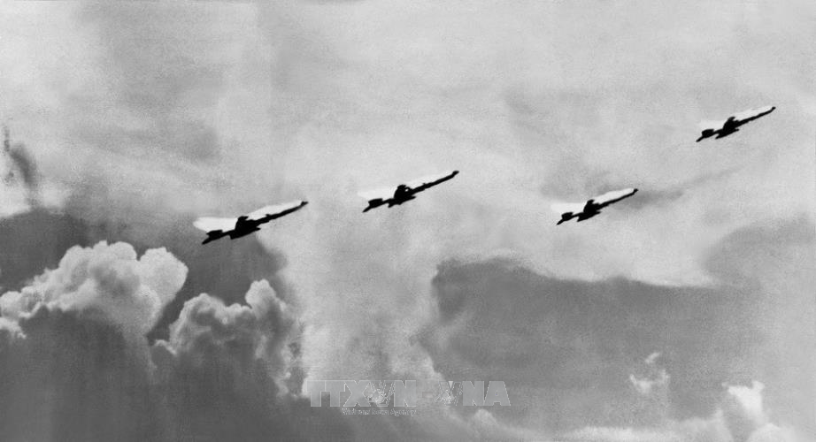 Chiến thắng Hà Nội – Điện Biên Phủ trên không Bản anh hùng ca vĩ đại của dân tộc