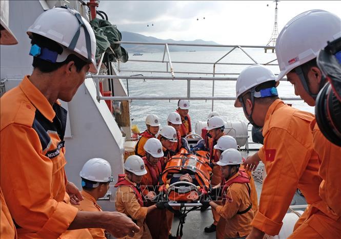 Đưa 1 thuyền viên Indonesia bị hôn mê trên biển về Nha Trang điều trị