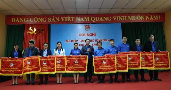 Tuổi trẻ Việt Nam tự hào tiến bước dưới cờ Đảng