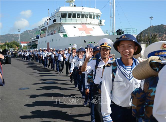 Đoàn công tác Vùng 4 Hải quân lên đường ra Trường Sa