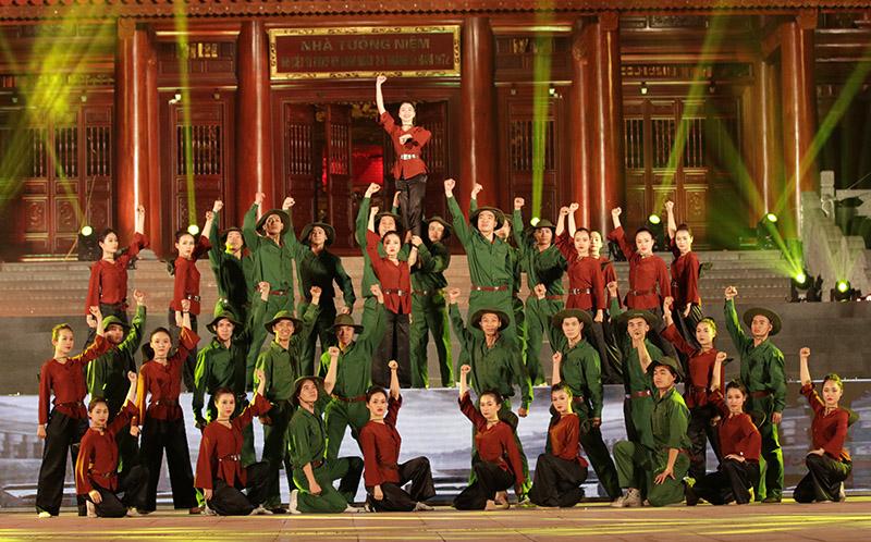 Tưởng niệm 60 liệt sĩ thanh niên xung phong hy sinh đêm Giáng sinh 1972