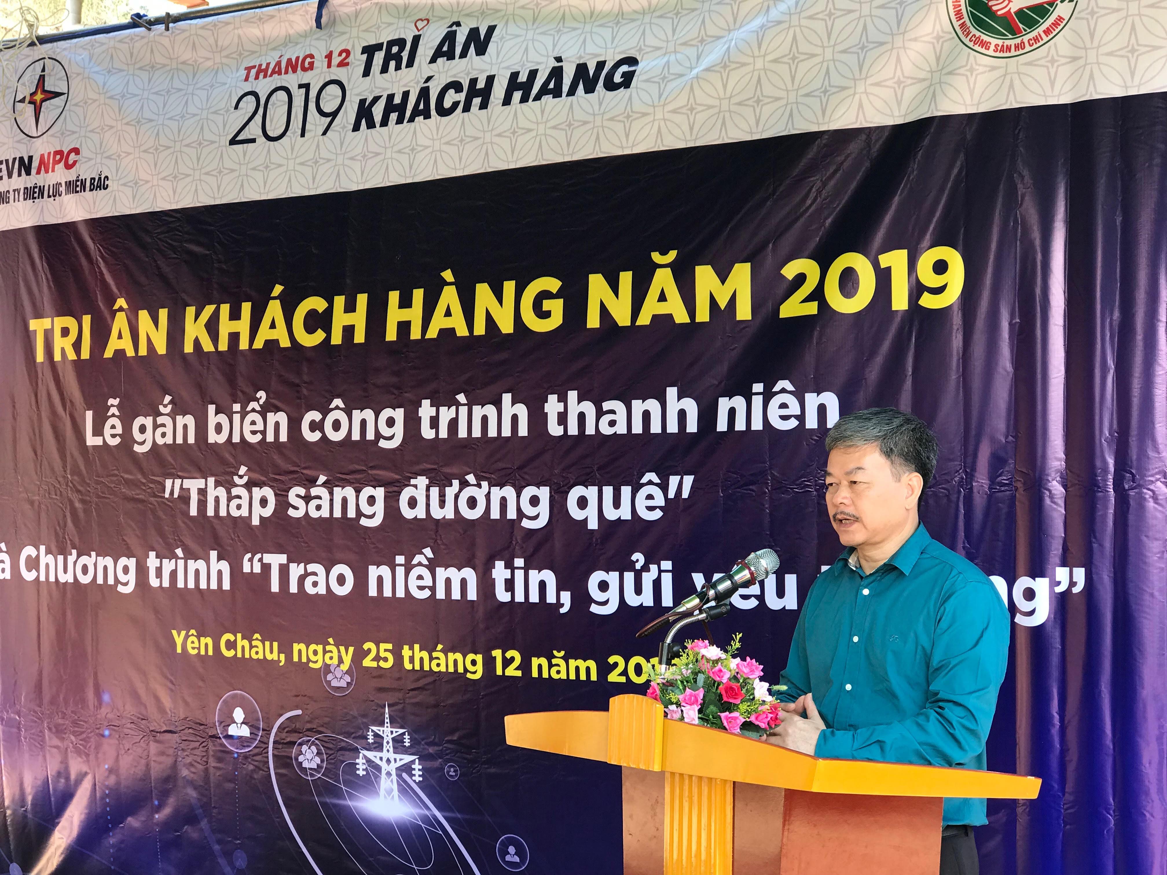 """Sơn La bàn giao công trình """"Thắp sáng đường quê"""" cho đồng bào biên giới"""
