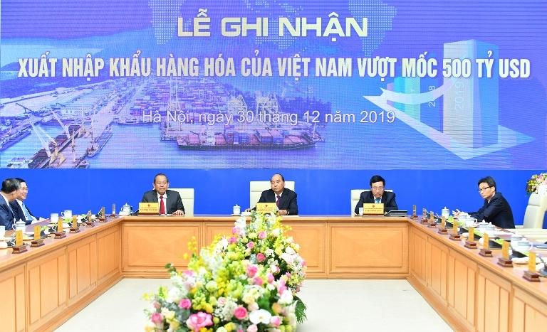 Xuất nhập khẩu hàng hóa của Việt Nam lần đầu vượt mốc 500 tỷ USD