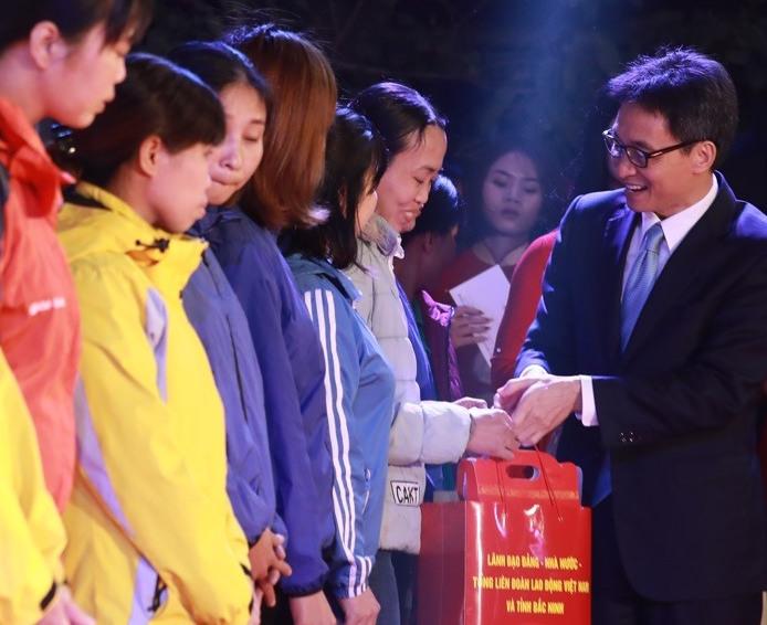 7 000 vé xe được trao cho đoàn viên Công đoàn tỉnh Bắc Ninh về quê đón Tết