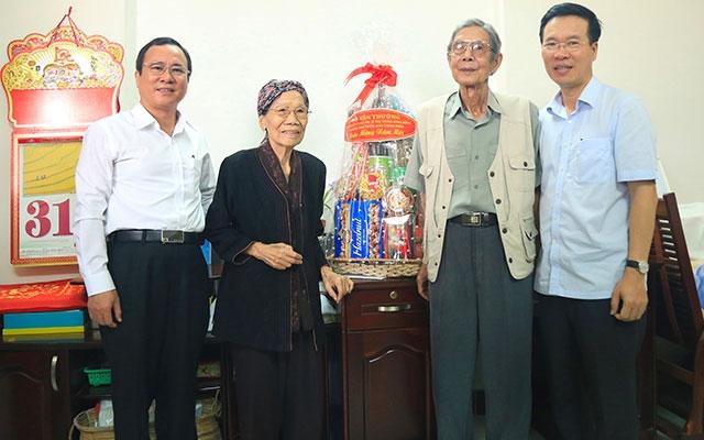 Đồng chí Võ Văn Thưởng thăm, chúc Tết gia đình nhạc sĩ Lư Nhất Vũ