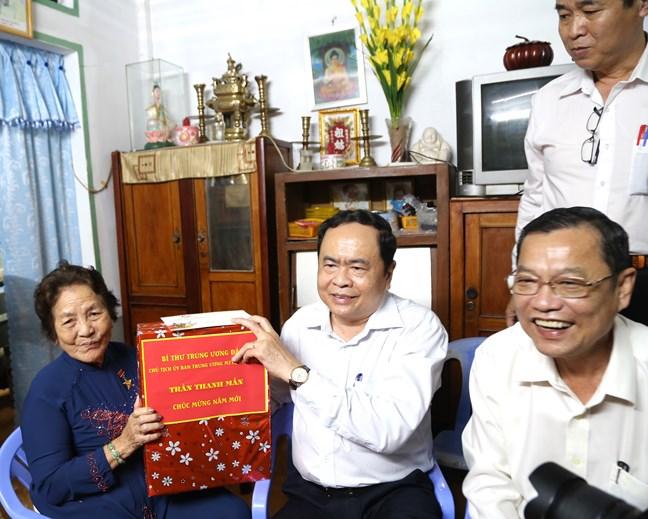 Chủ tịch Trần Thanh Mẫn trao quà Tết tại An Giang