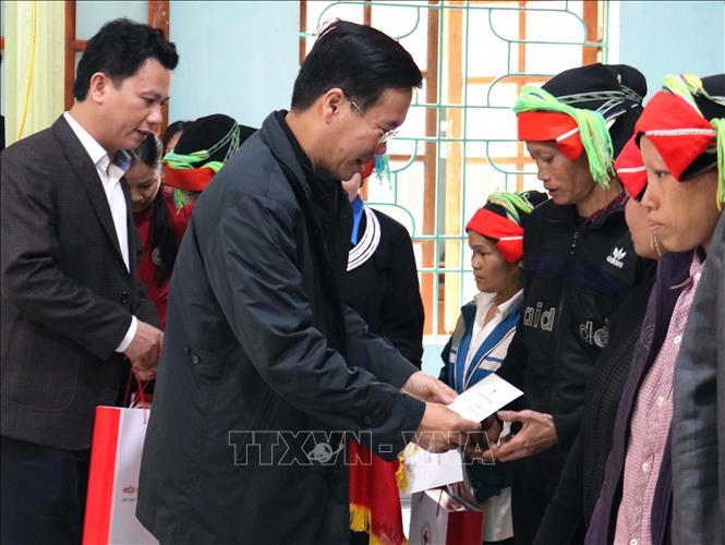 Đồng chí Võ Văn Thưởng thăm, tặng quà Tết hộ nghèo, gia đình chính sách tại Hà Giang