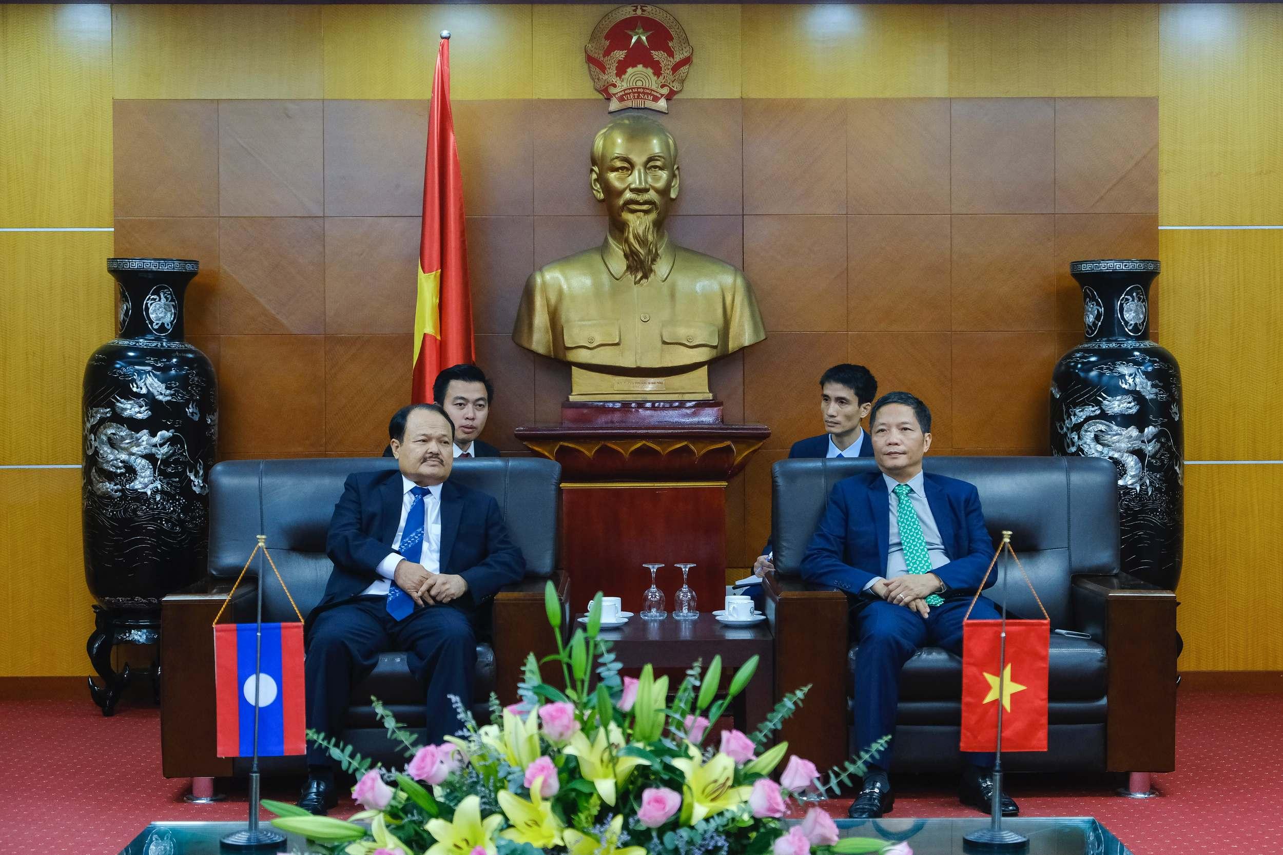 EVN ký kết Hợp đồng mua bán điện với 2 tập đoàn, công ty lớn tại Lào