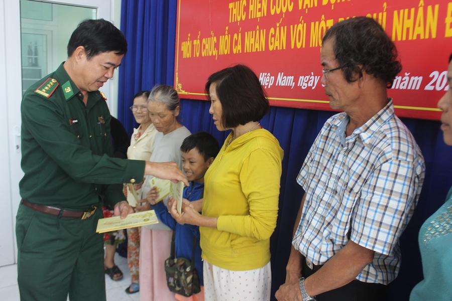 Bộ đội Biên phòng Đà Nẵng tặng quà Tết cho hộ nghèo địa bàn biên giới