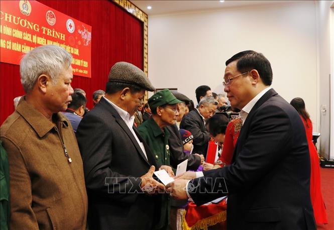 Phó Thủ tướng Vương Đình Huệ thăm, chúc Tết đồng bào các dân tộc tỉnh Yên Bái