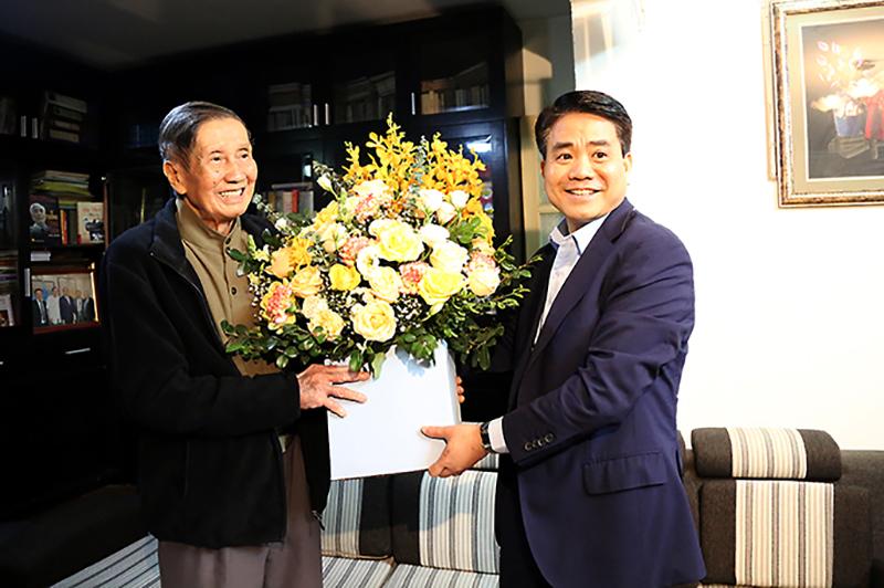 Lãnh đạo TP Hà Nội thăm, chúc Tết các gia đình có công, văn nghệ sĩ