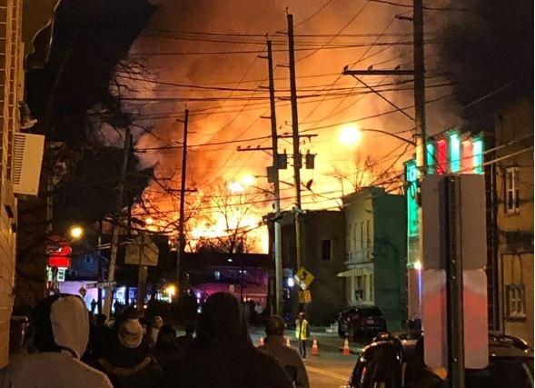 Hỏa hoạn lớn gây mất điện diện rộng ở bang New Jersey, Mỹ