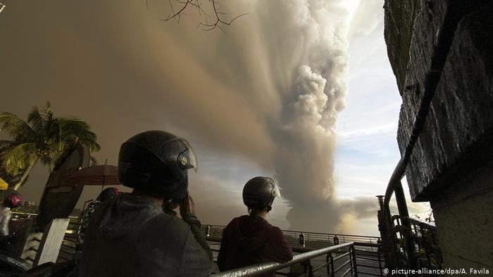 Philippines ban hành lệnh sơ tán do núi lửa Taal sắp thức giấc