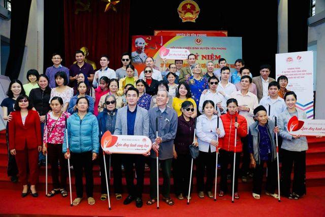 Đưa Cây gậy trắng đến với cộng đồng người mù ở Bắc Ninh