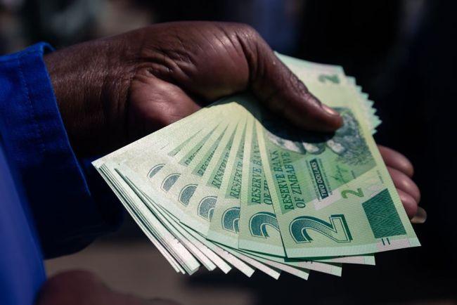 Công chức Zimbabwe bác kế hoạch tăng 97 lương của chính phủ
