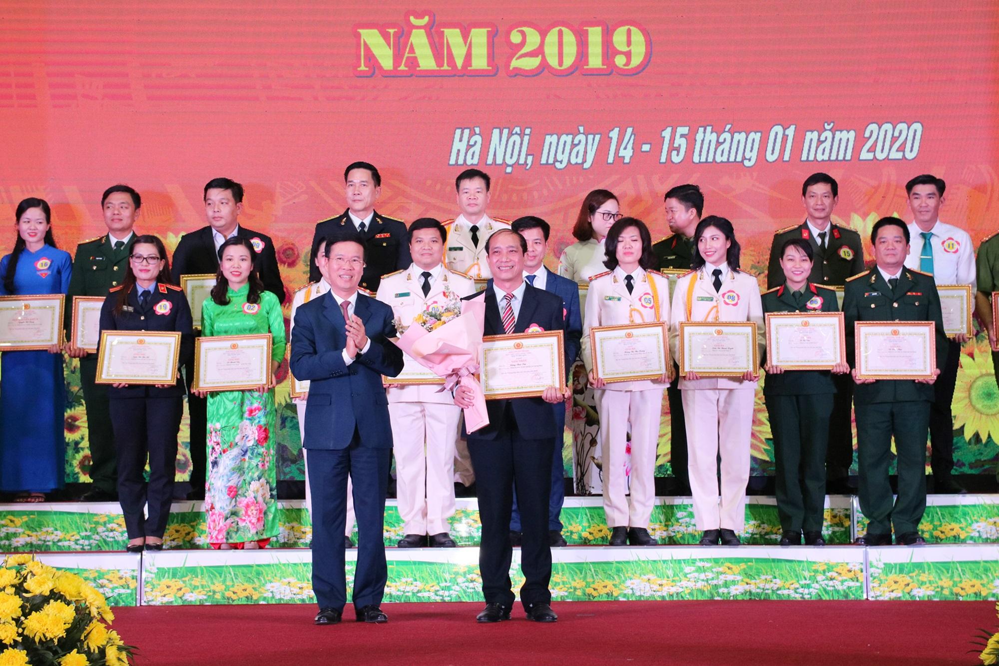 Thí sinh Đặng Thái Sơn giành giải Nhất Hội thi báo cáo viên giỏi toàn quốc