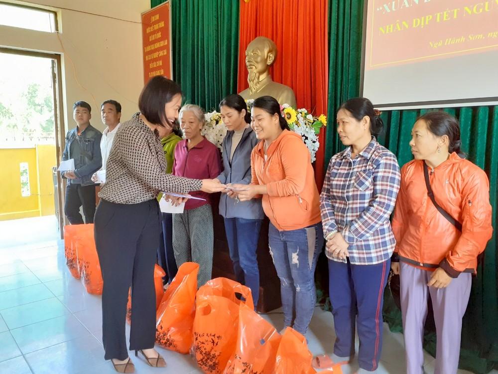 Đồn Biên phòng Non Nước trao tặng 68 phần quà Tết cho hộ nghèo