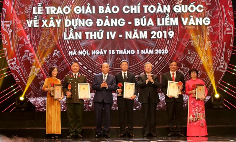 Vinh danh 57 tác phẩm đoạt Giải Búa liềm vàng