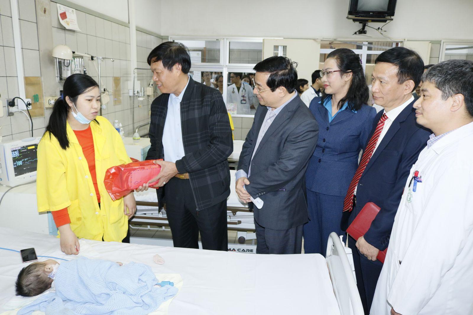 Kiểm tra công tác phục vụ Tết tại Bệnh viện Bạch Mai