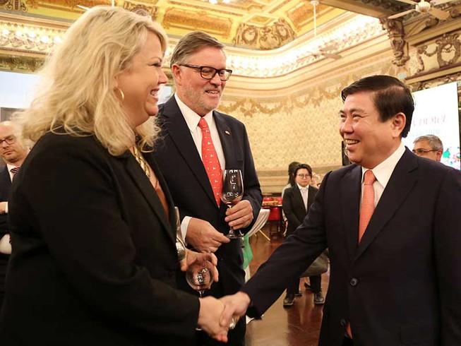 TP Hồ Chí Minh gặp mặt các cơ quan đại diện nước ngoài