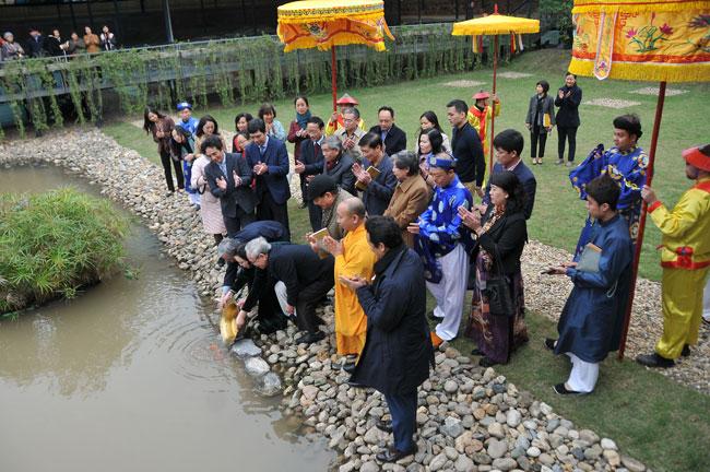 Nghi lễ tiễn ông Công ông Táo về trời tại Hoàng thành Thăng Long