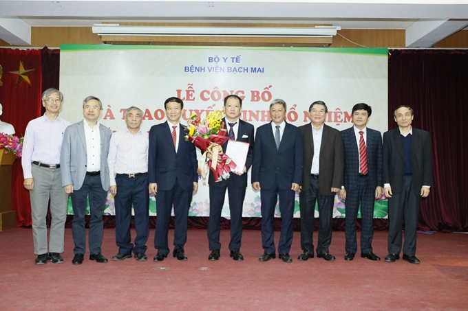 Trao quyết định bổ nhiệm Phó giám đốc Bệnh viện Bạch Mai