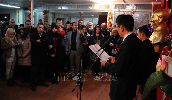 Cộng đồng người Việt tại Séc và Algeria đón mừng Xuân Canh Tý 2020