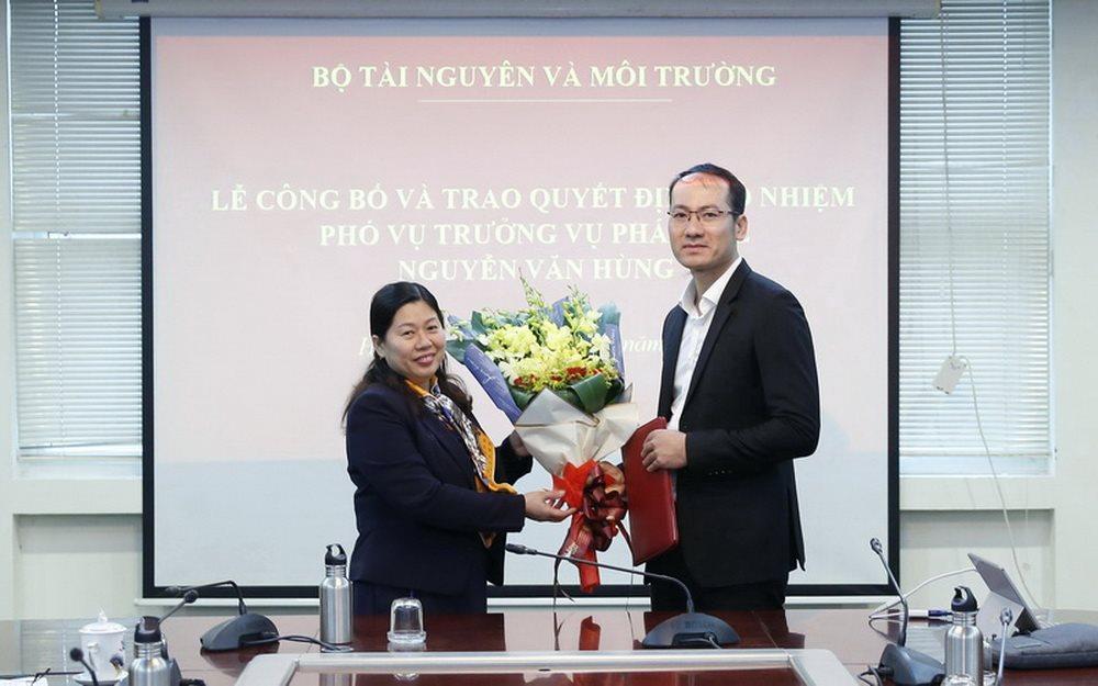 Trao quyết định bổ nhiệm Phó Vụ trưởng Vụ Pháp chế, Bộ TN MT
