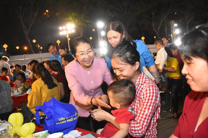 Hàng trăm gia đình công nhân khó khăn tại TP Hồ Chí Minh vui Tết sum vầy