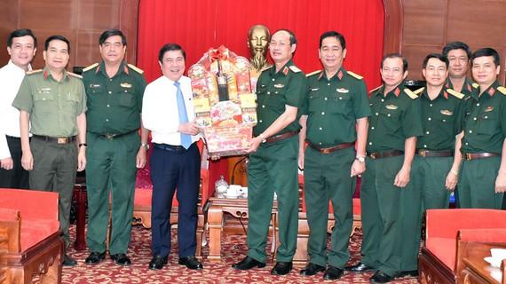 Lãnh đạo TP Hồ Chí Minh thăm, chúc tết đơn vị, cá nhân trên địa bàn