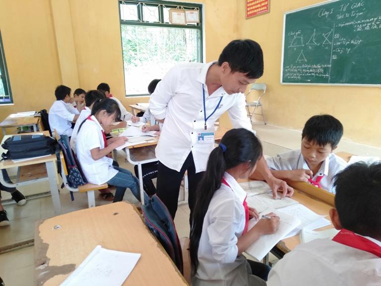 Người thầy mong ước giúp bà con thoát nghèo nhờ con chữ