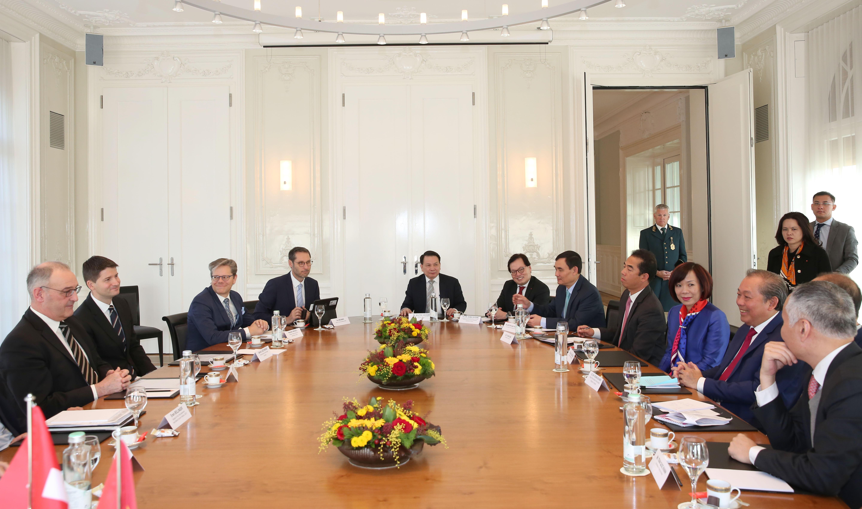 Phó Thủ tướng Thường trực Trương Hòa Bình hội đàm với Phó Tổng thống Liên bang Thuỵ Sỹ