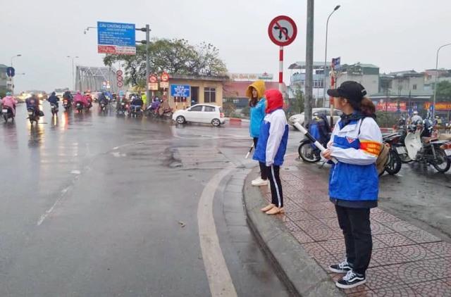 Các đội hình thanh niên tình nguyện của tuổi trẻ Thủ đô ra quân dịp Tết