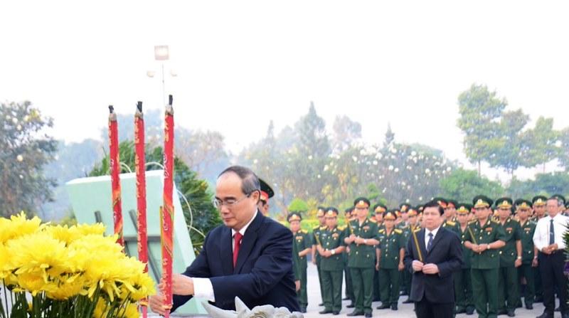 Lãnh đạo TP Hồ Chí Minh tưởng niệm các anh hùng liệt sĩ