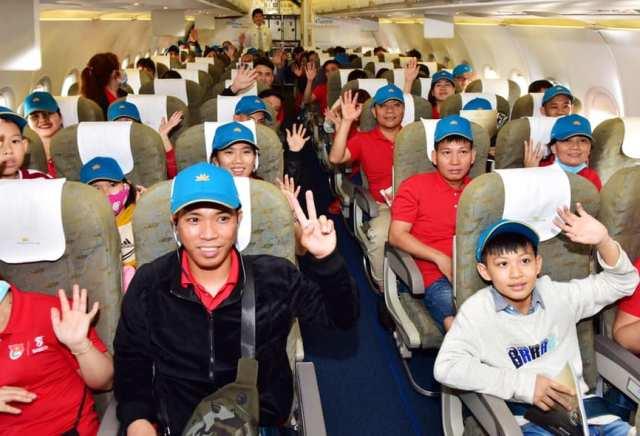 Hơn 1 000 người lao động tiêu biểu được bay miễn phí về quê đón Tết
