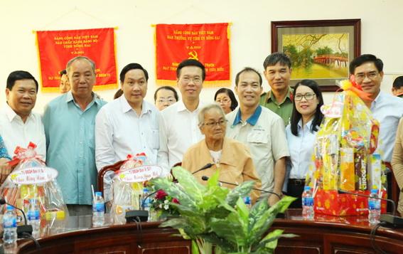 Đồng chí Võ Văn Thưởng thăm, chúc Tết các gia đình chính sách tại tỉnh Đồng Nai