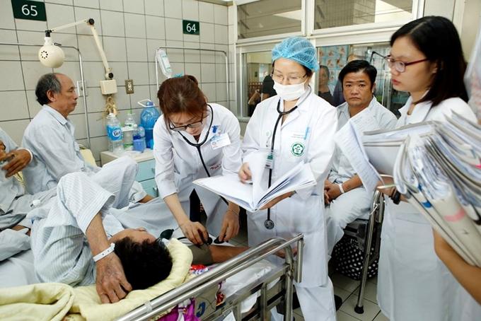 Tiếp tục nâng cao chất lượng dịch vụ y tế, đáp ứng sự hài lòng của người dân