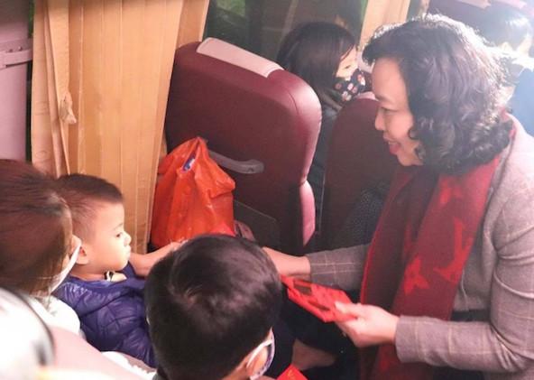 Xe miễn phí đưa trên 95 000 công nhân lao động về quê đón Tết