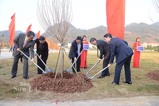 Phó Chủ tịch Thường trực Quốc hội và Trưởng Ban Tổ chức Trung ương thăm, làm việc tại Sơn La