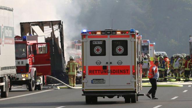 Tai nạn xe buýt nghiêm trọng tại Đức Hơn 20 người thương vong