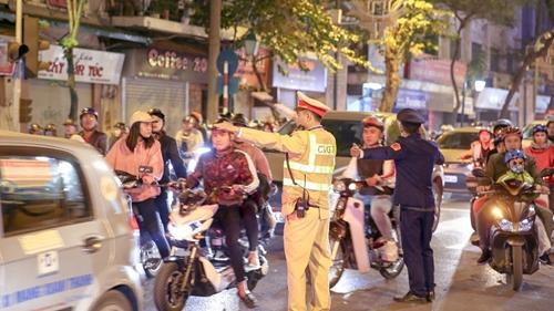 Ngày 30 Tết, cảnh sát giao thông xử phạt 320 tài xế vi phạm nồng độ cồn
