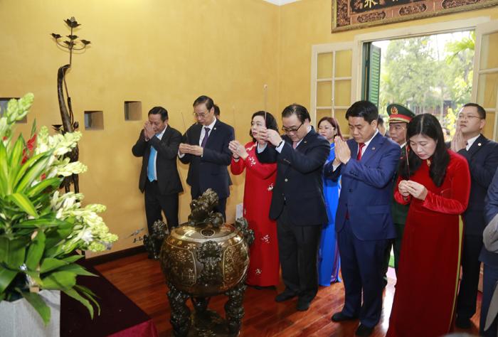 Lãnh đạo thành phố Hà Nội dâng hương tưởng niệm các vị liệt tổ, liệt tông và Chủ tịch Hồ Chí Minh