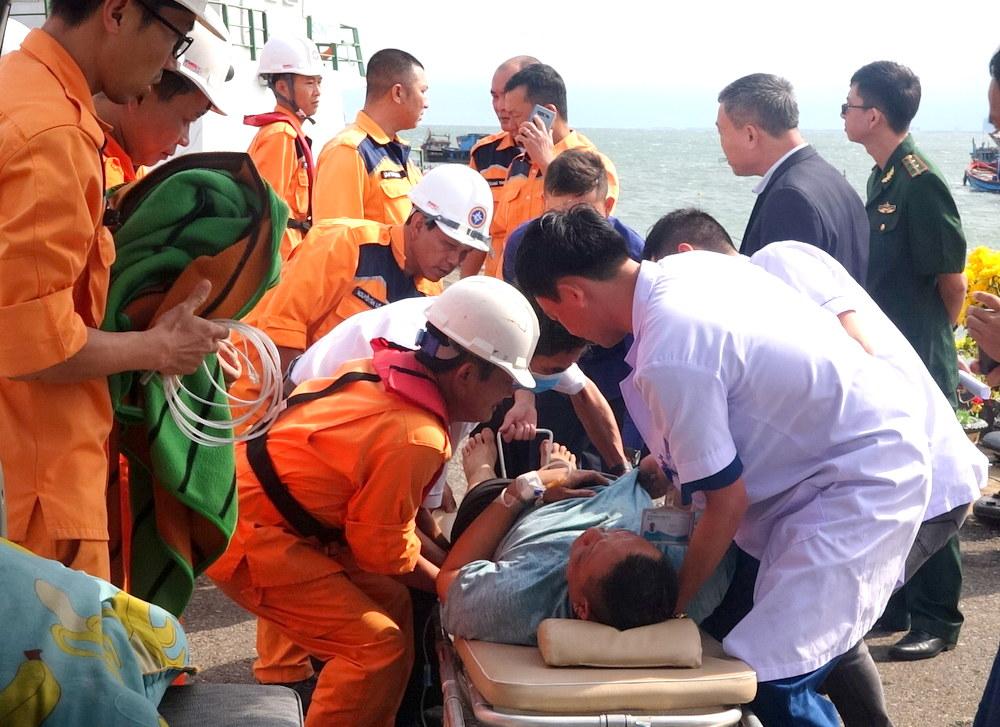 Cứu hộ kịp thời thuyền viên trên tàu nước ngoài bị liệt nửa người