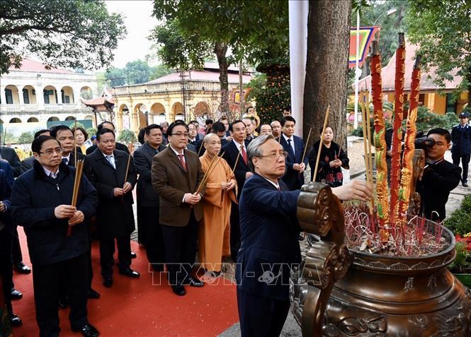 Lãnh đạo Đảng, Nhà nước, TP Hà Nội dâng hương và trồng cây đầu Xuân tại Hoàng thành Thăng Long