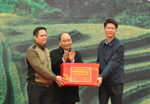 Thủ tướng trao danh hiệu Huyện nông thôn mới đầu tiên vùng Tây Bắc