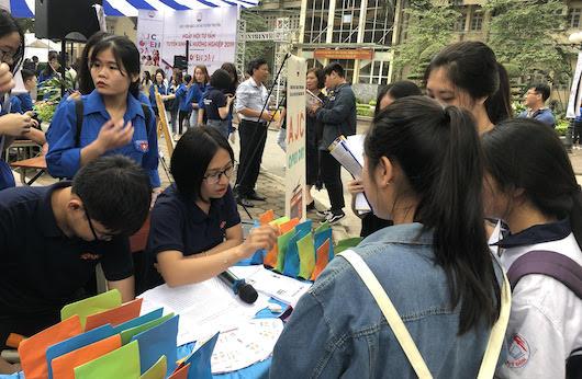 Ngày hội tư vấn hướng nghiệp cho sinh viên  của Học viện Báo chí - Tuyên truyền tổ chức. Ảnh: TH