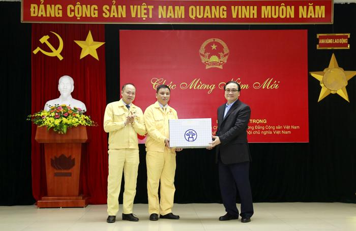 Bí thư Thành ủy Hà Nội Hoàng Trung Hải động viên doanh nghiệp, người lao động sản xuất đầu năm