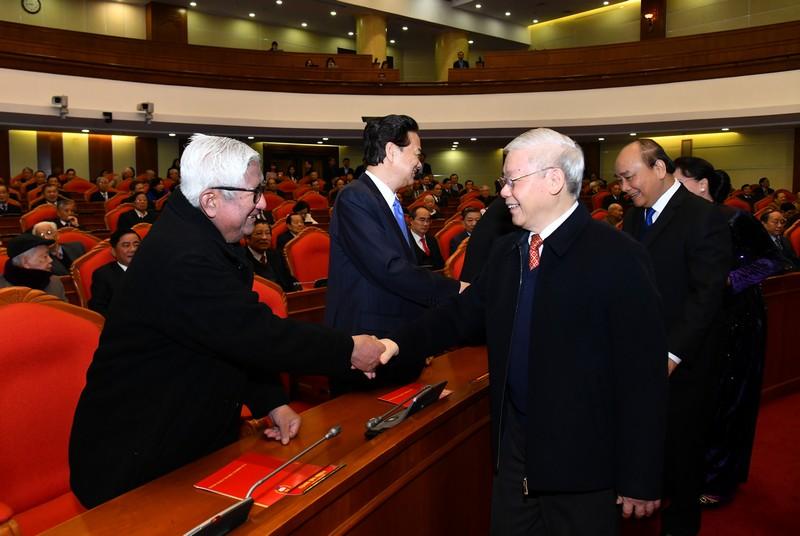 Bộ Chính trị tổ chức gặp mặt các đồng chí nguyên lãnh đạo cấp cao của Đảng, Nhà nước
